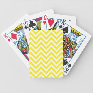 Modelo de zigzag amarillo y blanco de la raya baraja cartas de poker
