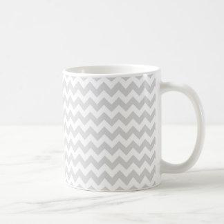 Modelo de zigzag blanco gris claro de Chevron Taza De Café