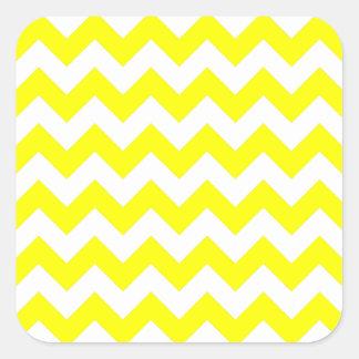 Modelo de zigzag blanco y amarillo pegatina cuadrada
