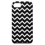 Modelo de zigzag blanco y negro iPhone 5 protectores