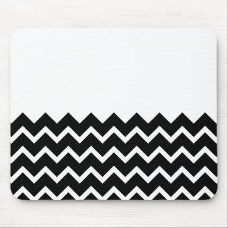 Modelo de zigzag blanco y negro. Llano de la parte Mouse Pad