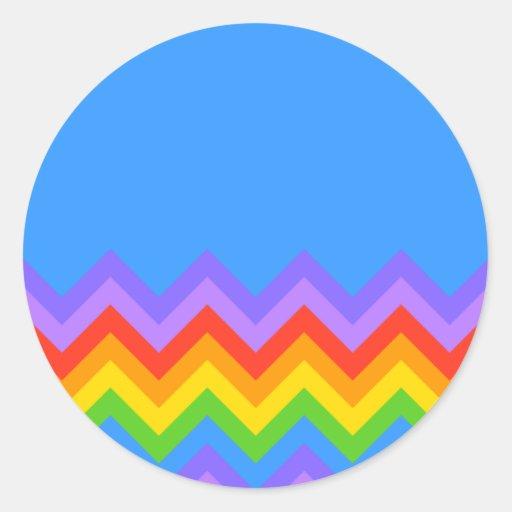 Modelo de zigzag del arco iris. Azul llano de la p Pegatinas Redondas