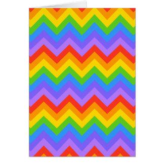 Modelo de zigzag del arco iris tarjeta de felicitación