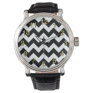 Modelo de zigzag negro y blanco intrépido de reloj