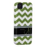 Modelo de zigzag oscuro del verde verde oliva con  iPhone 4 Case-Mate coberturas