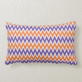 Modelo de zigzag púrpura y anaranjado intrépido de cojines