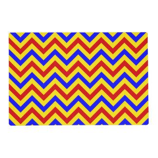 Modelo de zigzag rojo, amarillo, azul de LG Salvamanteles