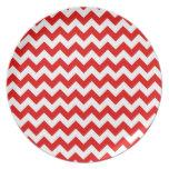 Modelo de zigzag rojo brillante de Chevron Plato Para Fiesta