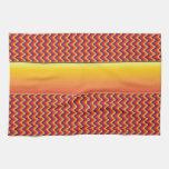 Modelo de zigzag rojo y amarillo toallas