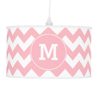 Modelo de zigzag rosa claro con monograma
