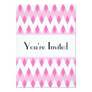 """Modelo de zigzag rosado con formas del diamante invitación 5"""" x 7"""""""
