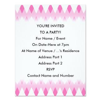"""Modelo de zigzag rosado con formas del diamante invitación 4.25"""" x 5.5"""""""
