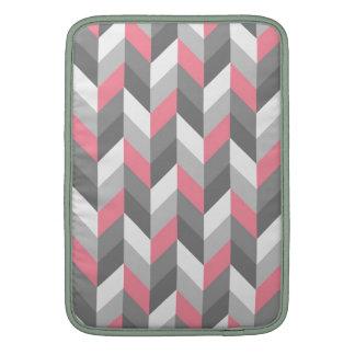 Modelo de zigzag rosado de Chevron de la raspa de  Fundas Macbook Air