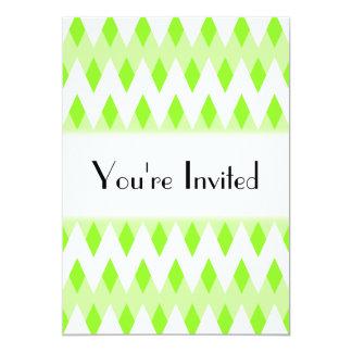 """Modelo de zigzag verde con formas del diamante invitación 5"""" x 7"""""""