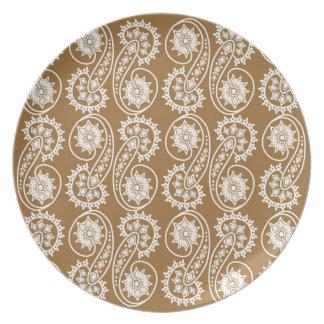 Modelo decorativo blanco de Paisley en Brown Platos