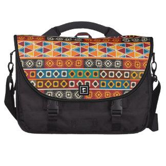 Modelo decorativo colorido del adorno africano