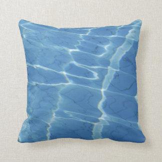Modelo del agua azul cojín