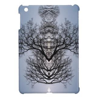 Modelo del árbol y cielo azul silueteados