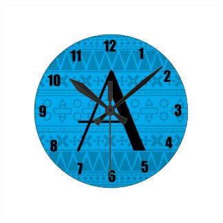 Modelo del Azteca del azul de cielo del monograma Relojes De Pared