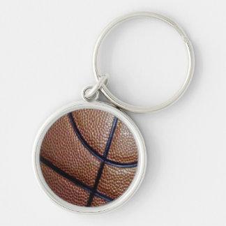 Modelo del baloncesto de la piel de cerdo con las llavero redondo plateado