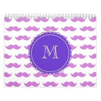 Modelo del bigote de la lila, monograma blanco calendarios de pared