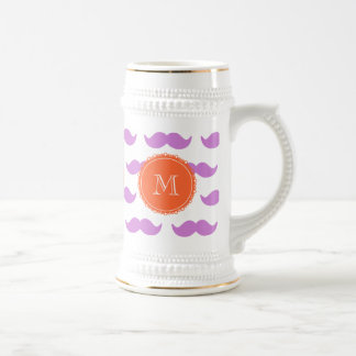 Modelo del bigote de la lila, monograma blanco jarra de cerveza