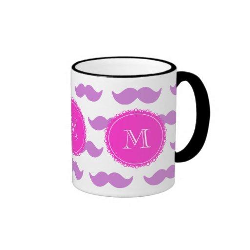 Modelo del bigote de la lila, monograma del blanco taza de café