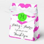 Modelo del bigote de las rosas fuertes, monograma caja para regalo de boda