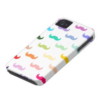 Modelo del bigote del arco iris en blanco iPhone 4 Case-Mate protectores