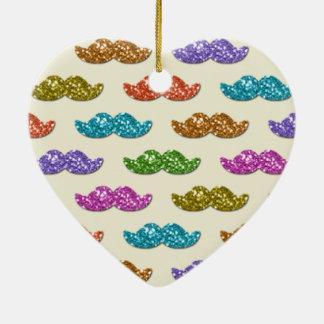 Modelo del bigote del brillo adorno navideño de cerámica en forma de corazón