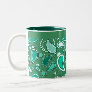 Modelo del chapoteo del agua en color de fondo taza de café de dos colores