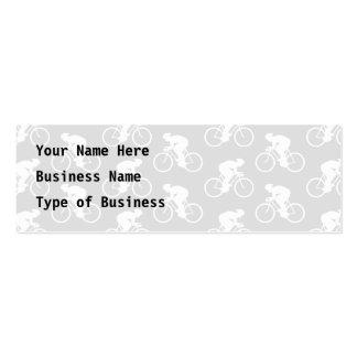 Modelo del ciclista y de la bicicleta en gris tarjetas de visita mini