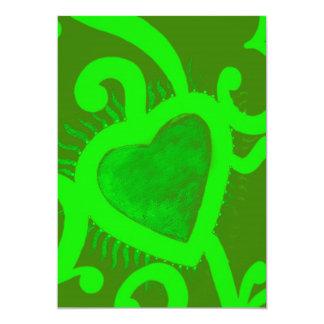 """Modelo del corazón y de los remolinos en la verde invitación 5"""" x 7"""""""