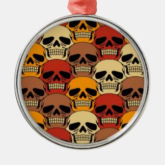 Modelo del cráneo que entrelaza adorno navideño redondo de metal