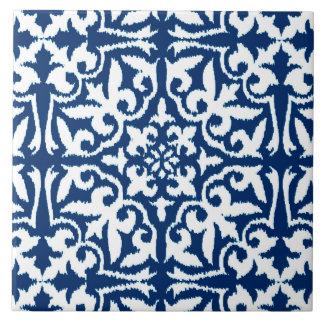 Modelo del damasco de Ikat - azul y blanco de Azulejo Cuadrado Grande