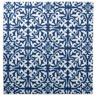Modelo del damasco de Ikat - azul y blanco de Servilleta