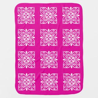 Modelo del damasco de Ikat - de color rosa oscuro Mantitas Para Bebé