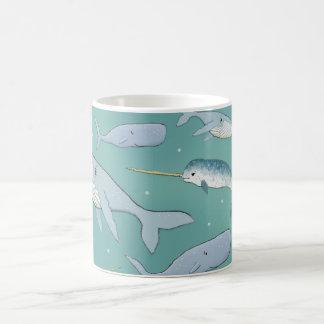 Modelo del desfile de la ballena taza clásica