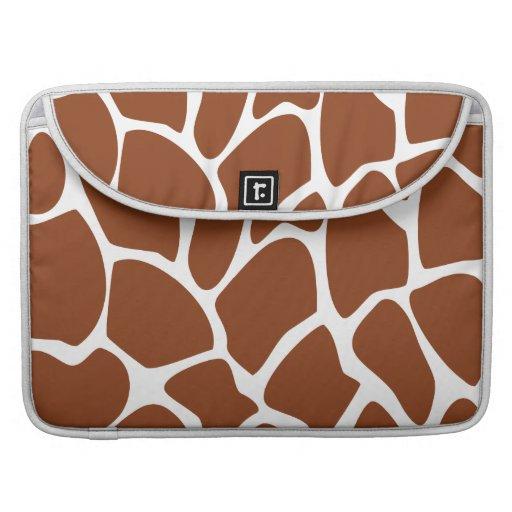 Modelo del estampado de girafa de Brown Fundas Para Macbooks