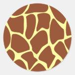 Modelo del estampado de girafa de Brown Pegatinas Redondas