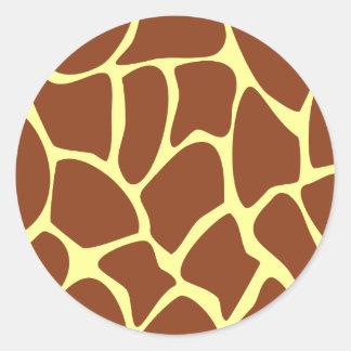 Modelo del estampado de girafa de Brown Pegatina Redonda