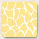 Modelo del estampado de girafa en amarillo posavasos