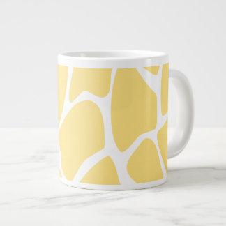 Modelo del estampado de girafa en amarillo tazas extra grande