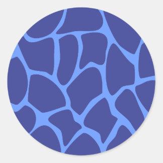 Modelo del estampado de girafa en azul marino. pegatina redonda