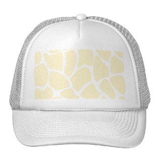 Modelo del estampado de girafa en el color poner c gorra