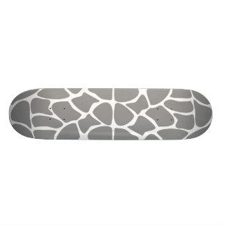 Modelo del estampado de girafa en gris tablas de patinar