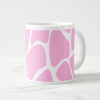 Modelo del estampado de girafa en rosa del caramel taza jumbo