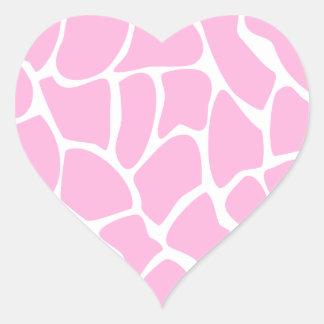 Modelo del estampado de girafa en rosa del pegatina en forma de corazón