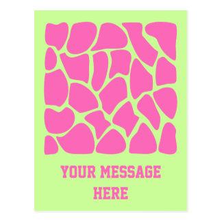 Modelo del estampado de girafa en rosado y verde b tarjeta postal