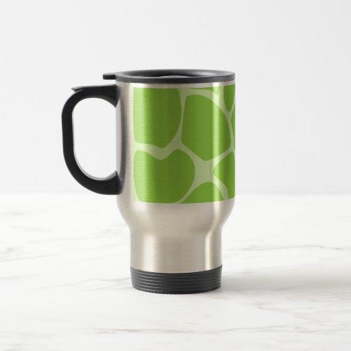 Modelo del estampado de girafa en verde de cal taza
